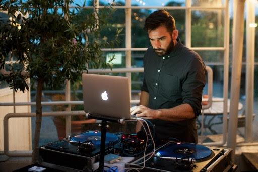 Hyra DJ till födelsedag, företag, bröllop i Stockholm